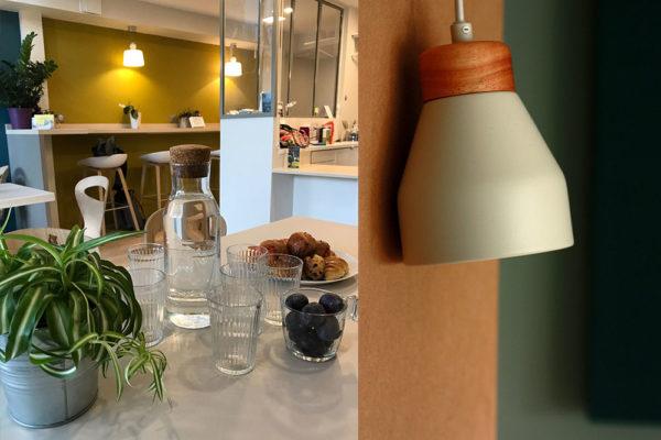coworking-salle-et-lampe